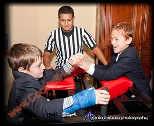 arm wrestling table and referee